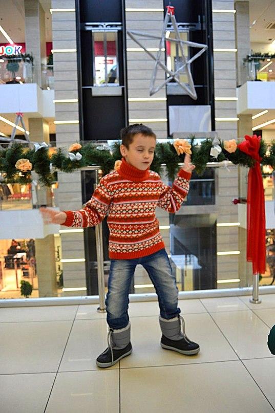 Скачать танцуй пока молодой мальчик.